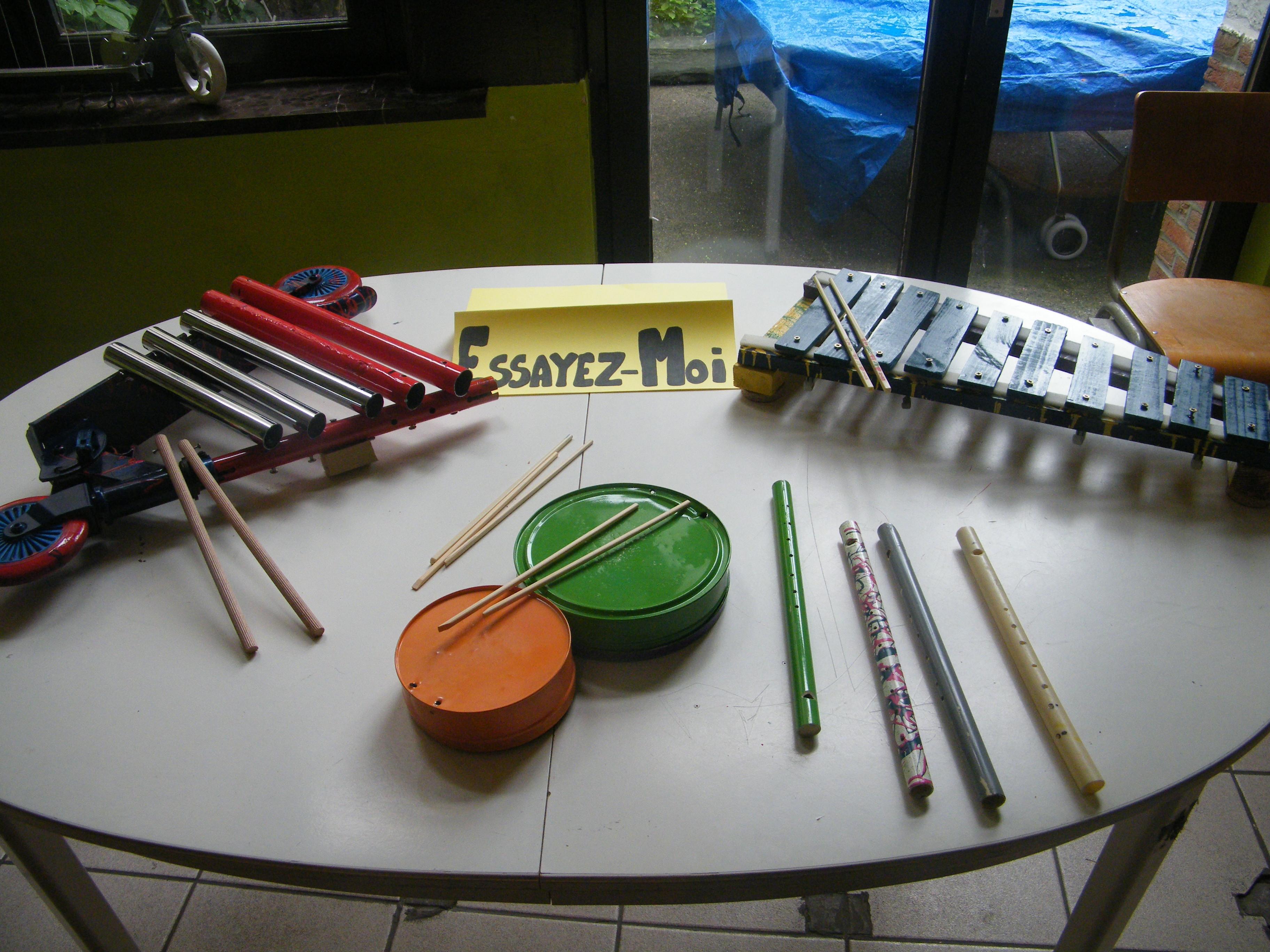 cr ation d 39 instruments de musique partir d 39 objets de. Black Bedroom Furniture Sets. Home Design Ideas